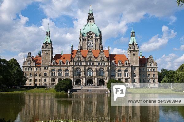 Hannover  Rathaus  Spiegelung im Teich  Niedersachsen  Deutschland
