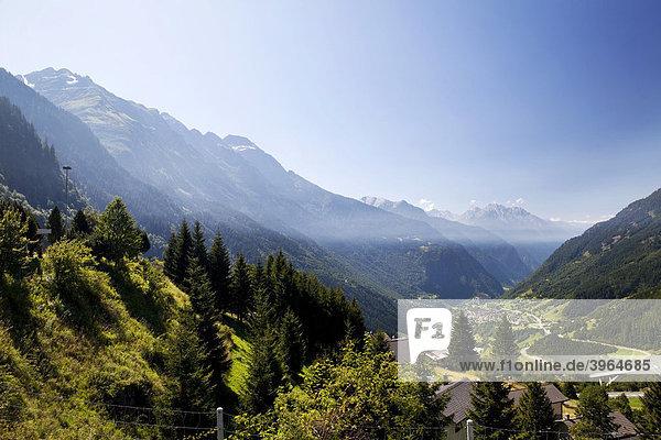 Blick auf das Tal unterhalb des Passes  San Bernardino  Kanton Tessin  Schweiz  Europa Kanton Tessin