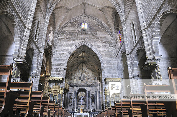 Innenraum der Kirche Igreja de Sao Francisco  gothischer Stil  Evora  UNESCO Welterbe  Alentejo  Portugal  Europa