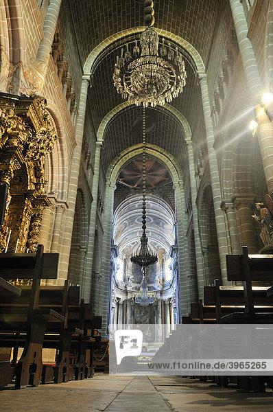 Innenraum der Kathedrale Basilica Se Catedral de Nossa Senhora da Assuncao  Evora  UNESCO Welterbe  Alentejo  Portugal  Europa