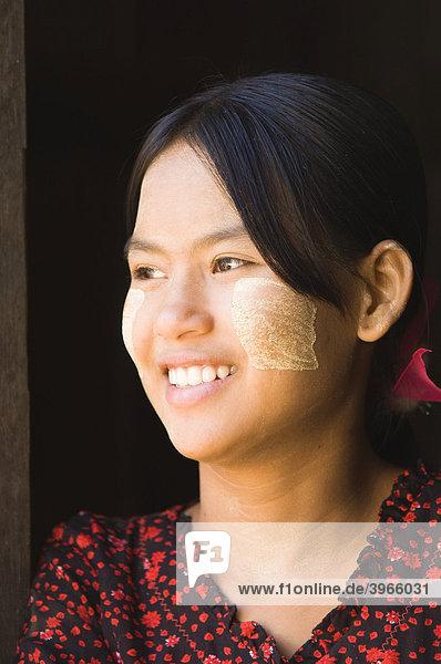 Young Burmese woman  Portrait  Bagan  Myanmar  Burma  Southeast Asia