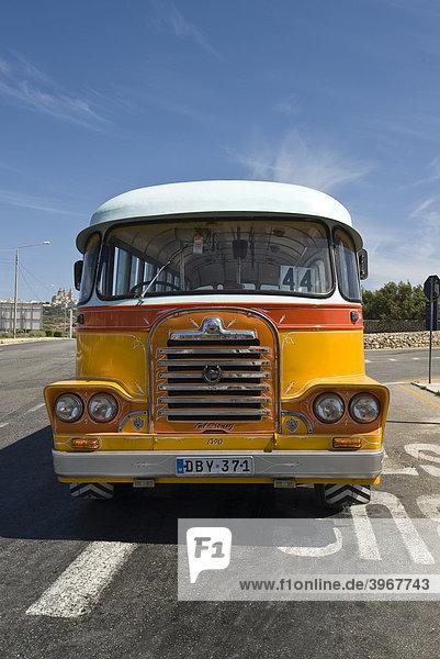 Typischer alter Bus  Malta