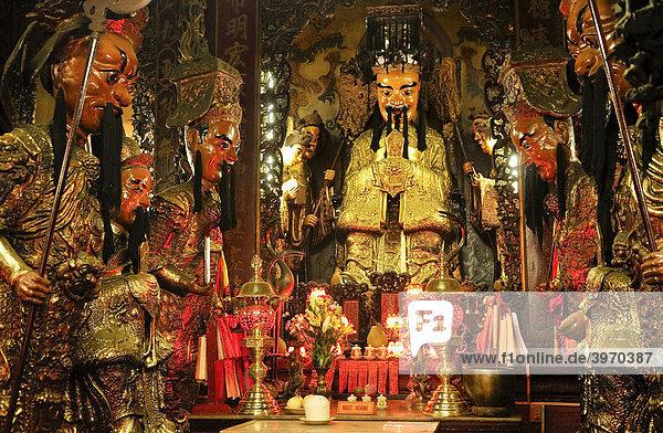 Heiligenfiguren aus Porzellan in der Phuoc An Hoi Quan Pagode  Ho Chi Minh Stadt  Saigon  Vietnam  Südostasien