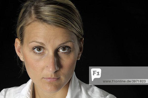 Frauengesicht  Portrait  Blick in die Kamera
