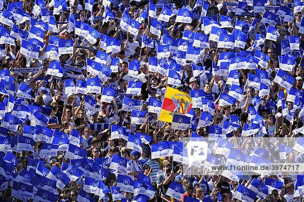 Fanblock Karlsruher SC mit Badischer Flagge  Wildparkstadion Karlsruhe  Baden-Württemberg  Deutschland  Europa Fanblock Karlsruher SC mit Badischer Flagge, Wildparkstadion Karlsruhe, Baden-Württemberg, Deutschland, Europa