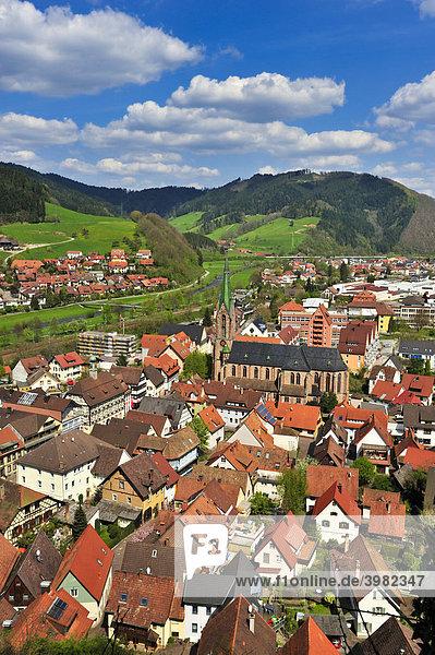 Stadttotale mit Stadtkirche Sankt Mauritius  Hausach  Schwarzwald  Baden-Württemberg  Deutschland  Europa
