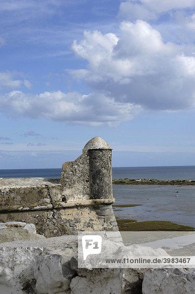 Festung im kleinen Fischerdorf Cacela Velha  Algarve  Portugal  Europa