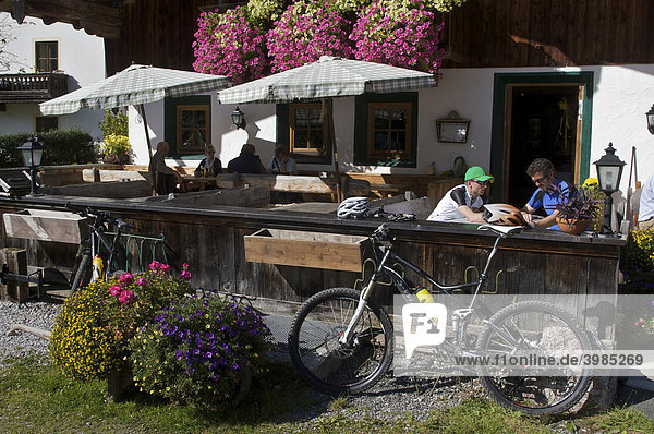 Mountainbike-Fahrer im Gredwirt in Aschau  Tirol  Österreich  Europa