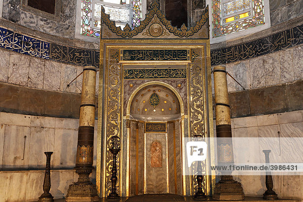 Muslimische Gebetsnische  prunkvoll verziert  Hagia Sophia  Aya Sofya  Sultanahmet  Istanbul  Türkei