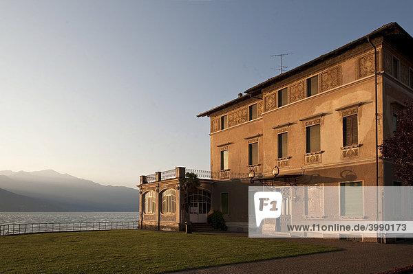 Haus am See  Viale Dante Alighieri  Luino am Lago Maggiore  Provinz Varese  Lombardei  Italien  Europa