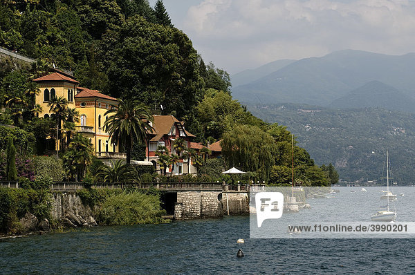 Villen am Ufer des Lago Maggiore bei Cannobio  Piemont  Italien  Europa