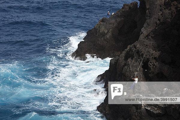Angler an Felsküste  San AndrÈs  La Palma  Kanaren  Kanarische Inseln  Spanien
