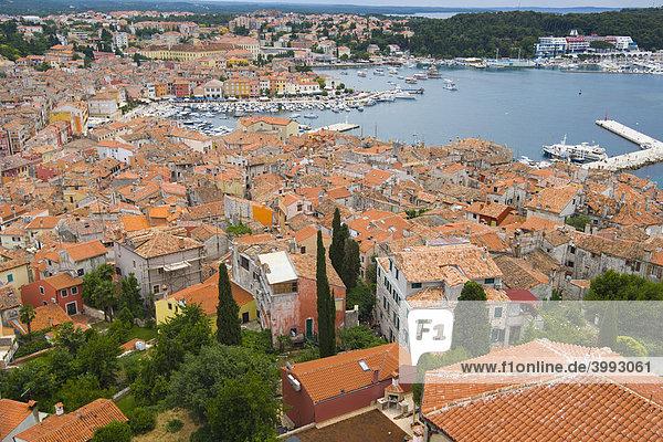 Rovinj vom Turm der Basilika St. Euphemia  Istrien  Kroatien  Europa
