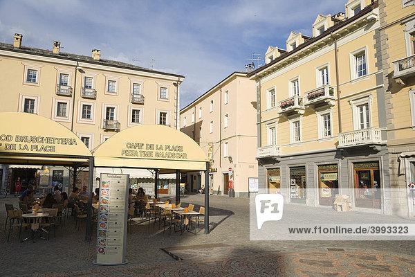 Piazza Emile Chanoux Platz  Aosta  Aostatal  Aosta Tal  Alpen  Italien  Europa