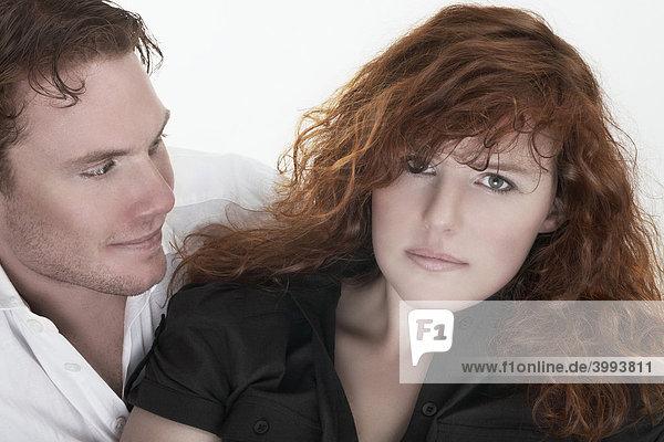 Portrait einer jungen Frau und eines jungen Mannes  Paar