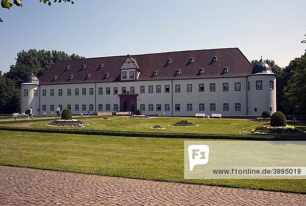 Heusenstammer Schloss oder auch Schloss Schönborn  Heusenstamm  Hessen  Deutschland  Europa