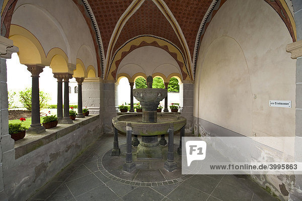 Die Abtei Sayn mit Kreuzgang  Sayn  Koblenz Rheinland-Pfalz  Deutschland  Europa