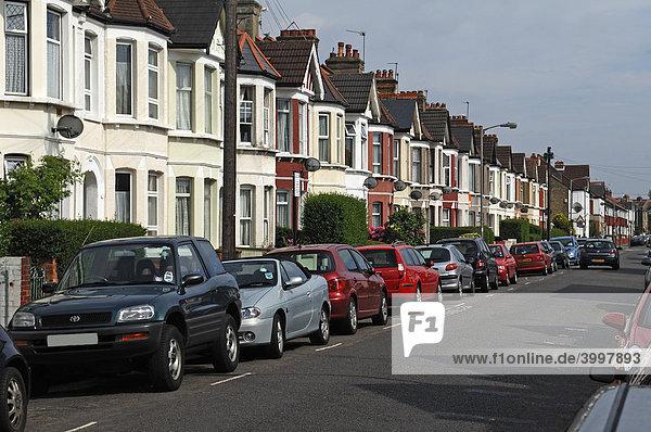 Typische englische Reihenhäuser  Undine Street  Tooting Broadway  London  England  Europa