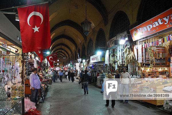 Ägyptischer Basar  Misir Carsisi  Gewürzbasar in Eminönü Viertel  Istanbul  Türkei