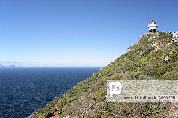 Cape Point Lighthouse Leuchtturm und Flase Bay Bucht  Western Cape  Südafrika  Afrika