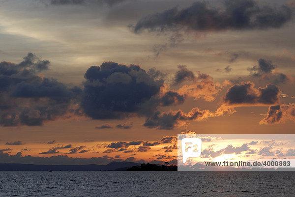 Sonnenuntergang an der Serendipity Beach  Sihanoukville  Kambodscha