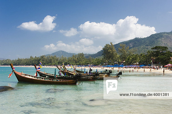 Longtailboote am Kata Strand  Phuket  Andamanensee  Thailand  Asien
