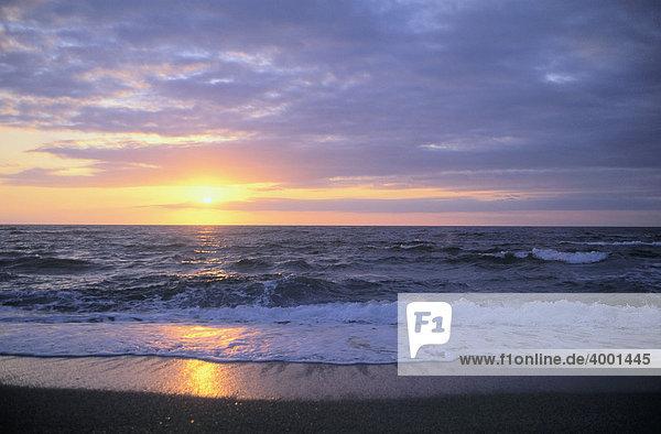 Sonnenuntergang am Golf von Gonnesa  Sardinien  Italien  Europa