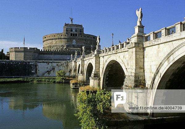 Engelsburg  Engelsbrücke  Tiber  Rom  Latium  Italien  Europa