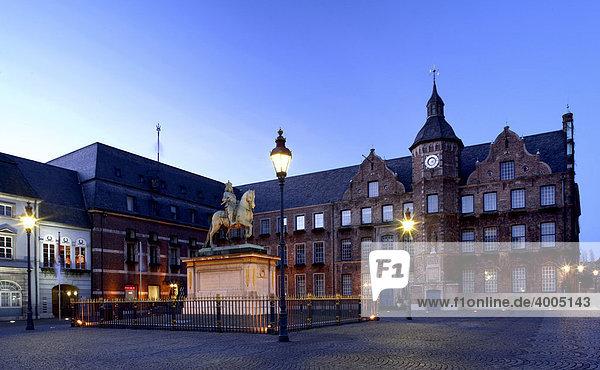 Town Hall  Jan Wellem Equestrian Statue  historic town centre  Duesseldorf  North Rhine-Westphalia  Germany  Europe