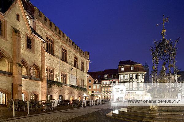 Altes Rathaus  Gänseliesel  Göttingen  Niedersachsen  Deutschland  Europa