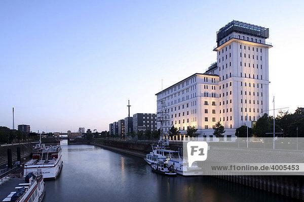 Speicher im Innenhafen  Duisburg  Ruhrgebiet  Nordrhein-Westfalen  Deutschland  Europa Speicher im Innenhafen, Duisburg, Ruhrgebiet, Nordrhein-Westfalen, Deutschland, Europa