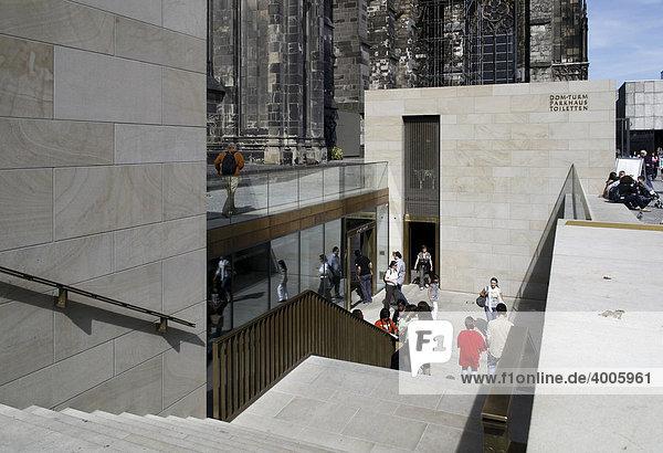 Neuer Zugang zum Dom mit Souvenirshop und Toilettenanlage  Altstadt  Köln  Rheinland  Nordrhein-Westfalen  Deutschland  Europa