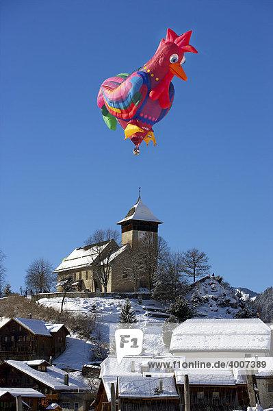 Heißluftballon in Sonderform  Montgolfiade 2009 in Ch'teau d'Oex  Schweiz  Europa