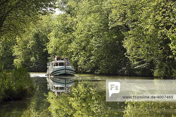 Hausboot auf dem Canal du Midi  Languedoc  Frankreich