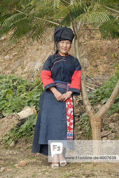 Junge Frau der Lolo-Hor Ethnie in ihrer Tracht  Phongsali  Laos  Südostasien  Asien