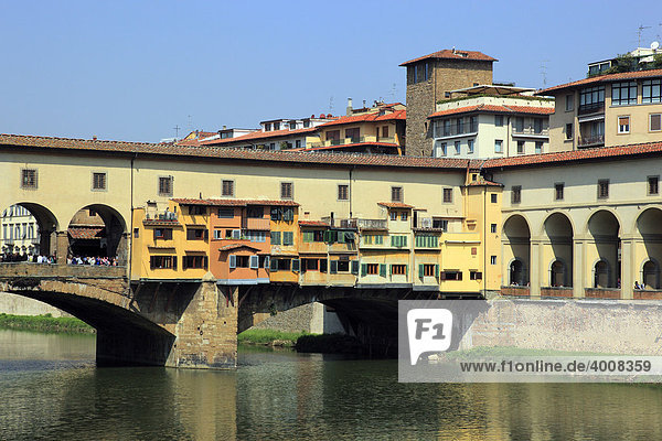 Ponte Vecchio über den Arno  Florenz  Firenze  Toskana  Italien