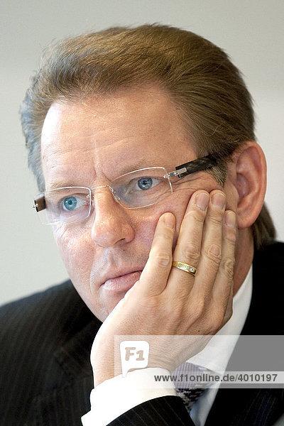 Stephan Gemkow  Vorstand Finanzen  Finanzvorstand der Deutschen Lufthansa AG  während der Bilanzpressekonferenz am 11.03.2009 in Frankfurt am Main  Hessen  Deutschland  Europa