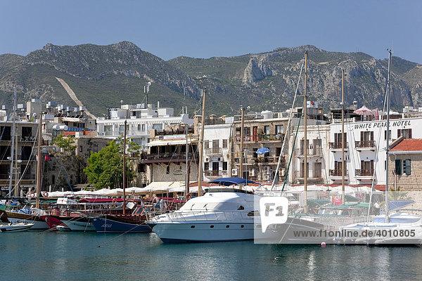 Boote im Hafen von Kyrenia  auch Girne  Nordzypern  Zypern  Europa