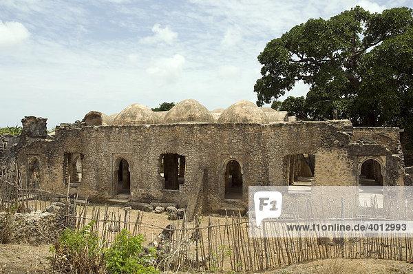 Außenansicht der Großen Moschee  14. Jh.  UNESCO Weltkulturerbe  in Kilwa  Tansania  Afrika