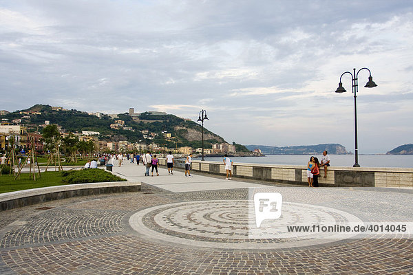 Die neue Strandpromenade  Pozzuoli  Puteoli  Neapel  Kampanien  Italien  Europa