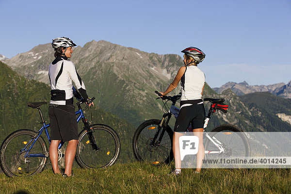 Mountain bikers looking at the mountains  Zillertal Alps  Mayerhofen  North Tyrol  Austria  Europe