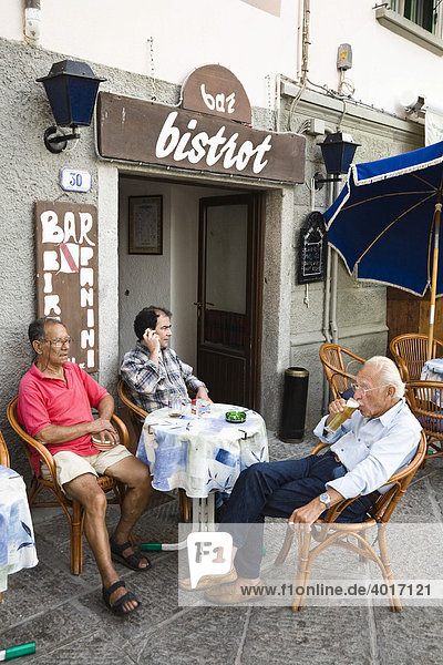 Guests sitting in front of a bistro in Marina di Campo  Elba  Tuscany  Italy  Europe