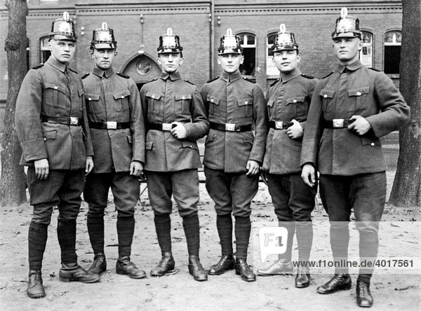 Polizisten  historische Aufnahme  ca. 1930