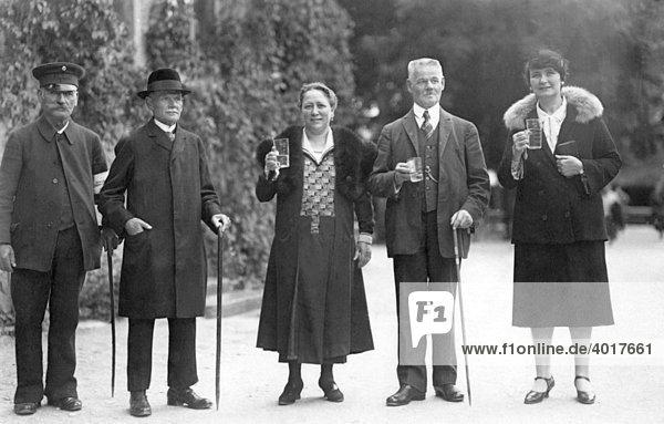 Stehparty  historische Aufnahme  ca. 1931