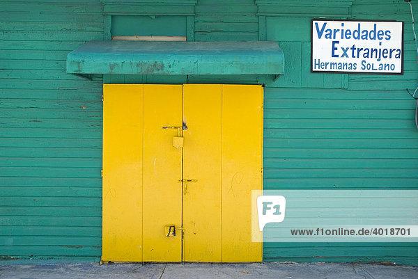 Geschlossener Geschäftsladen in der Dominikanischen Republik  Mittelamerika