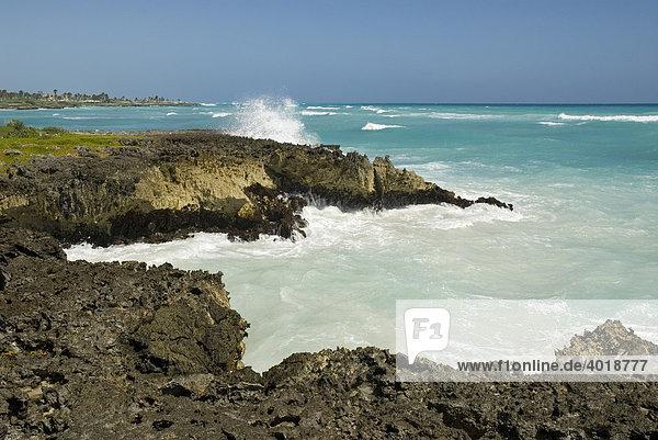 Meeresbrandung bei Punta Cana  Dominikanische Republik  Mittelamerika