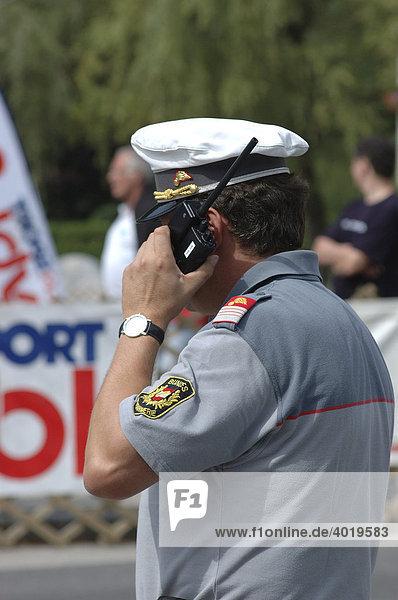 Gendarm mit Funkgerät  Weyer  Oberösterreich  Österreich  Europa