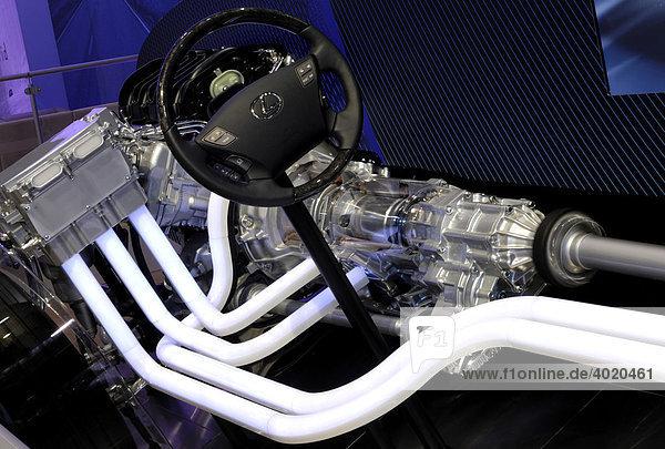 Ausgestellter Lexus Hybrid-Automotor