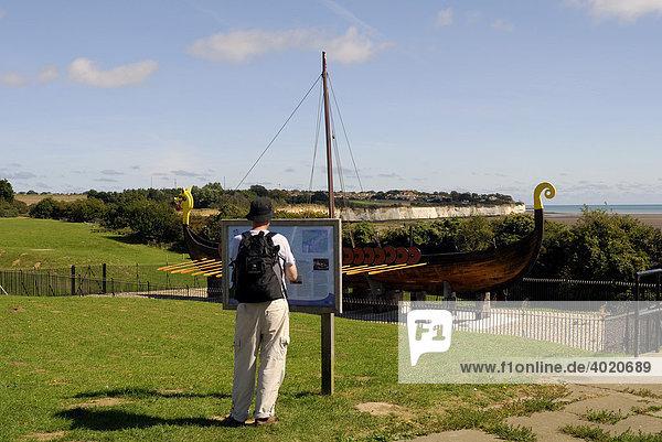 Wikinger-Schiff HUGIN  mit dem der dänische Arzt Jörgen Röjel mit 52 Männern 1949 zum 1500. Jahrestag der Wikinger-Landung in England nach Broadstairs und London ruderte bzw. segelte  Südostküste von England  Großbritannien  Europa