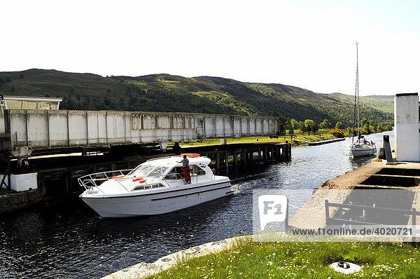 Drehbrücke bei der Bridge of Oich  Stahlbrücke  nahe Fort Augustus  Teil des Kaledonischen Kanals zwischen Atlantik und Nordsee  Schottland  Großbritannien  Europa